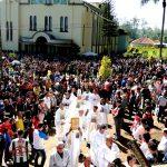 Em domingo esplendoroso, multidão de fiéis na Romaria de Fátima em Erexim