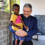 Dom Adilson inicia visita missionária em Moçambique