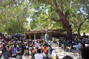Celebração na paróquia de Larde
